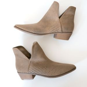 NWT 9.5 taupe brown ankle booties